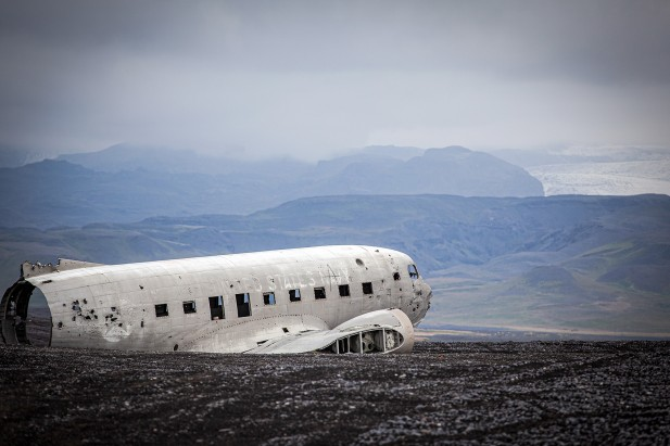 Crash-landing on Iceland: Aircraft wreck in lava sand