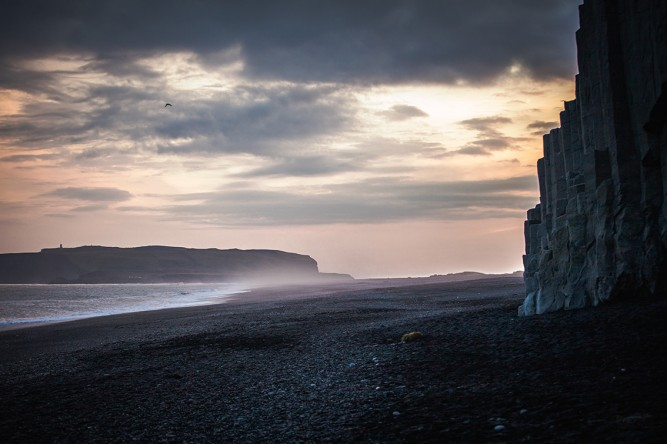 Wilde Schönheit: der Strand von Reynisfjara
